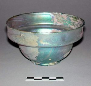 Iridescent glass vessel