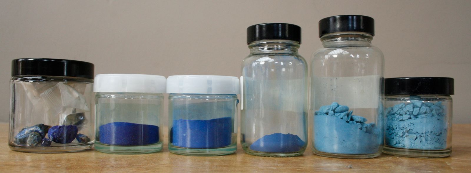 Azurite mineral (far left) and grades 1 to 5 of the pigment (going from left to right). Grade 1 azurite is of the highest quality and has the largest particle sizes.
