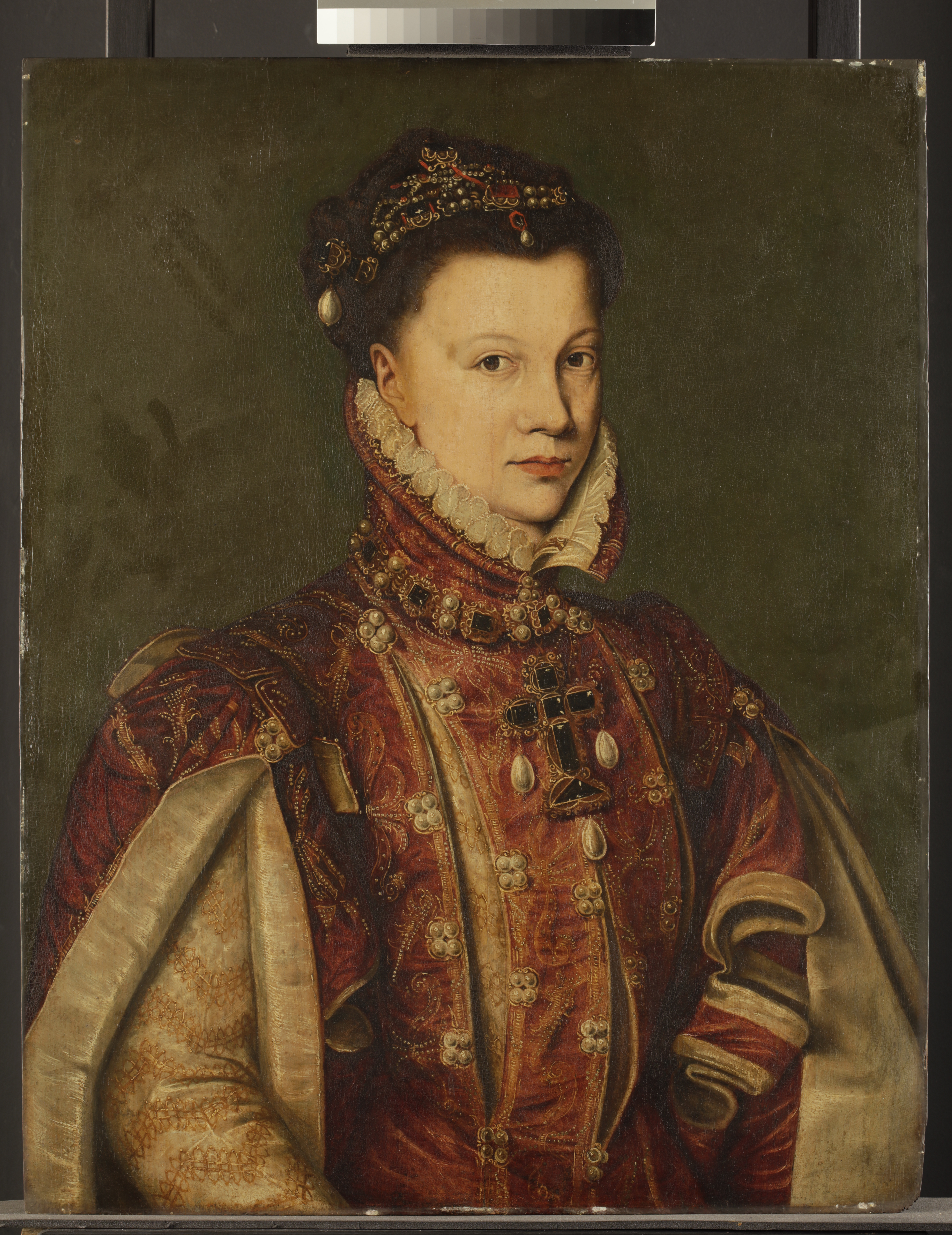 Fig. 1.Portrait of Elisabeth de Valois, copy after Anthonis Mor by unknown artist, late 16th century, Fitzwilliam Museum. (© Titmus)