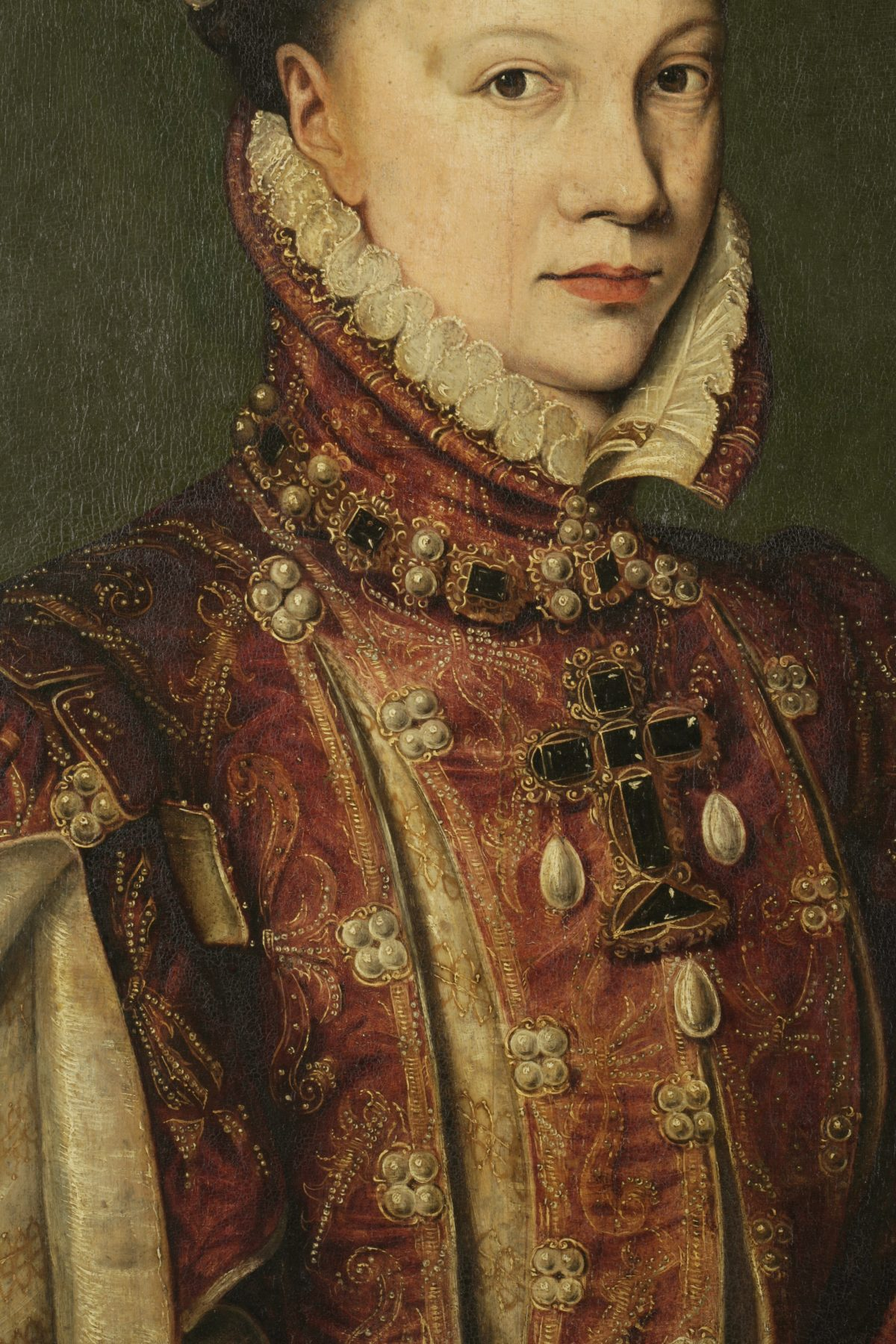 The grass is always greener on the other side: conservation of the Portrait of Elisabeth de Valois